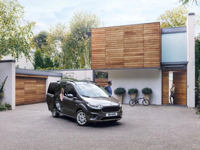 FORD 2018 GENEVA Tourneo Courier 06