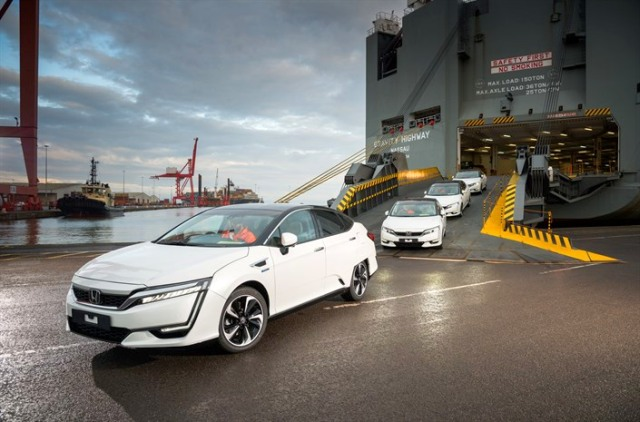 100083 First Honda Clarity Fuel Cell Arrives in Europe