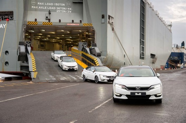 100084 First Honda Clarity Fuel Cell Arrives in Europe